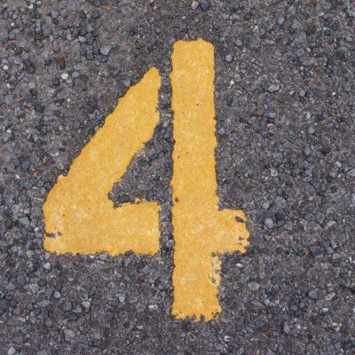 アルファベットに書かれた4