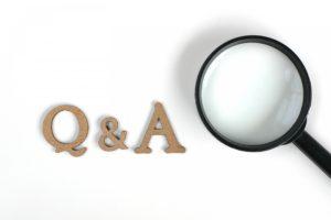 Q&Aの文字と虫眼鏡