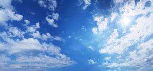 太陽と青空と雲