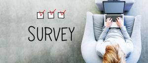 Surveyの文字とPC作業を擦る人