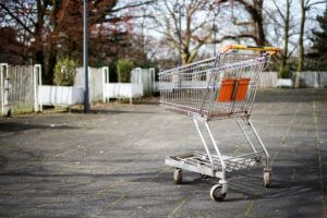スーパーの買い物かご
