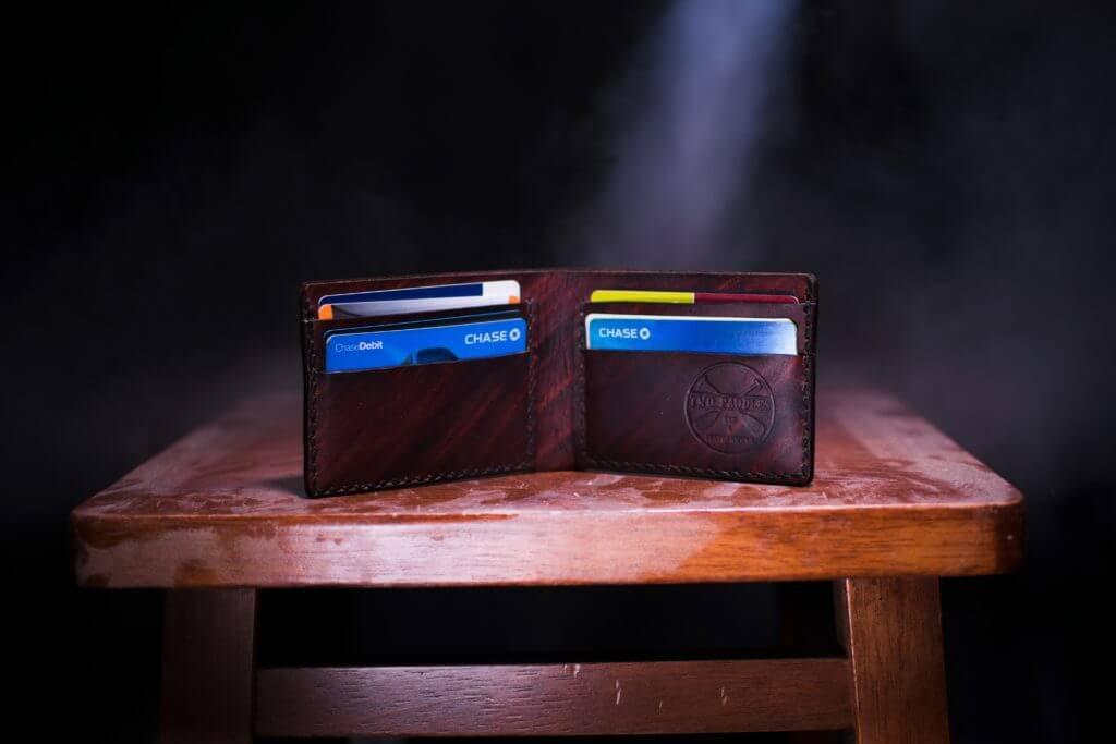 机の上の財布