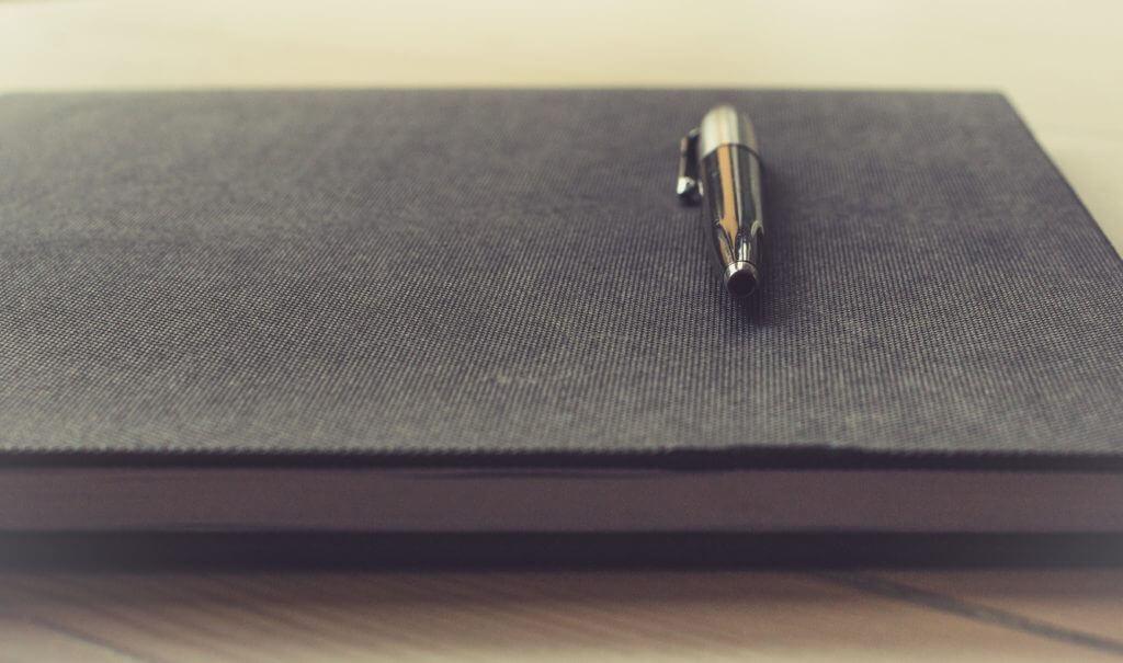 ボールペンと本