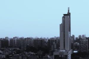 曇天のビル